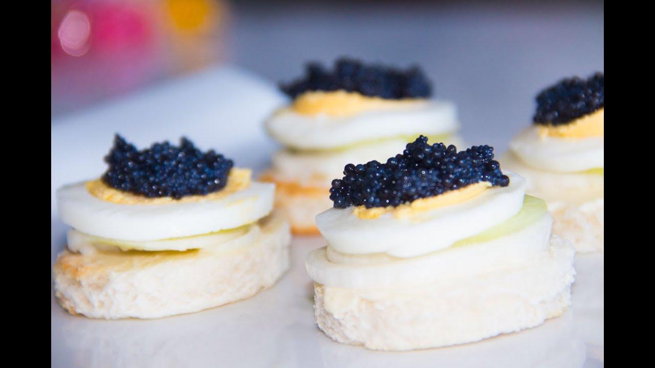 Canap s de caviar y pepino youtube for Canape with caviar