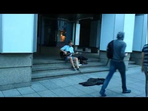 Talented street artist @ Vilnius 2011 - Superman Tonight