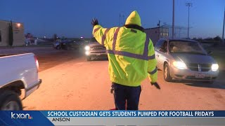 Texas crossing guard dances to keep students excited about school