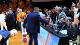 Bruce Pearl returns to Tennessee, fans cheer