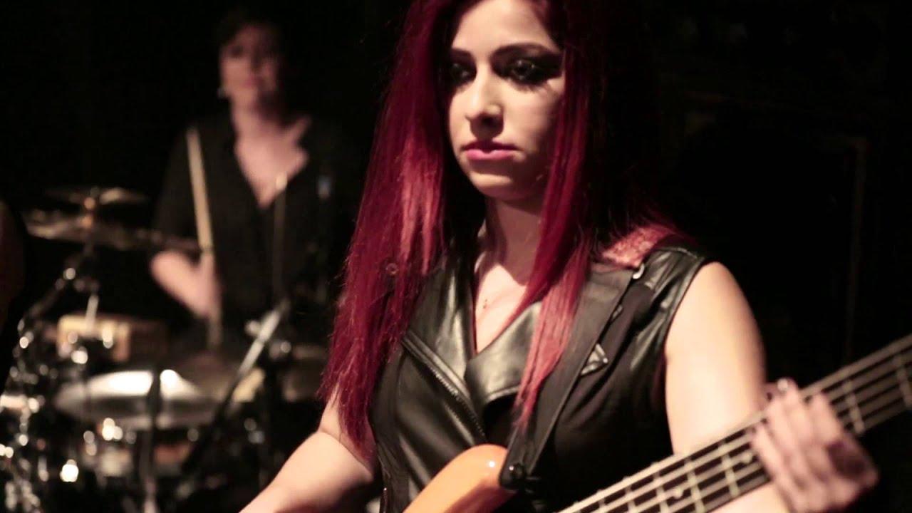 Istanbul Girls Orchestra - Boş Vermişim Dünyaya (Official  Video)