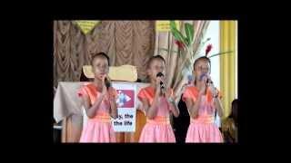 The Fosters Triplets Sing 'Mercy Walks In'