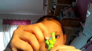 Видеоурок - как плести браслет цепочку из резинок