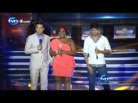Emely y Alain cantan