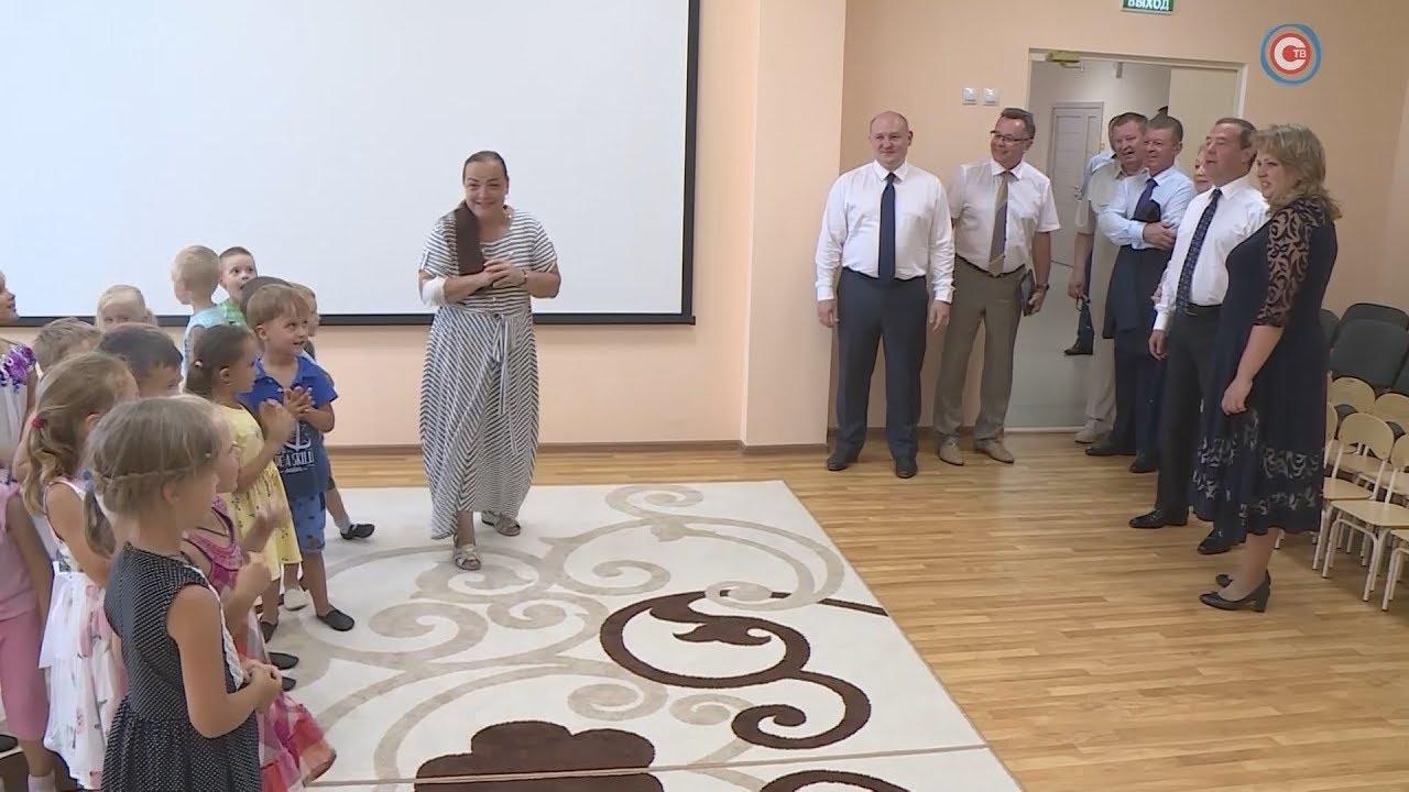 Дмитрий Медведев посетил Севастопольскую инфекционную больницу и детский сад на Античном