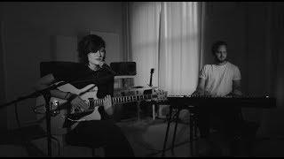 Смотреть клип Madeline Juno - Ohne Kleider