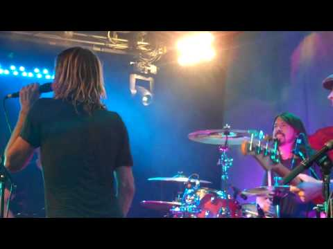 Taylor Hawkins + The Coattail Riders (featuring Dave Grohl)