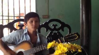 Ho Quang Ky  (Thôn 6 -Hương An, Quế Sơn, Quảng Nam ) đệm đàn Guitar hát nhạc mộc mạc, dễ thương