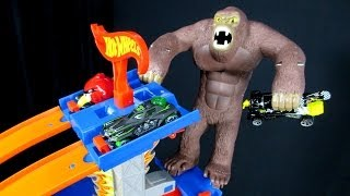 Gorilla Attack Follow-Up With Hot Wheels 5-Lane Tower Track Stand