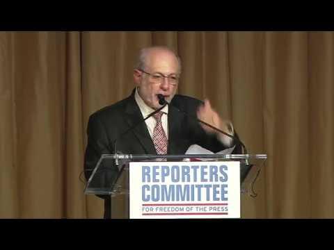 Robert Siegel accepts 2018 Freedom of the Press Award
