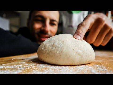 les-secrets-de-la-pate-napolitaine-|-pétrir-une-pâte-à-pizza-à-la-main-|-professeur-pizza