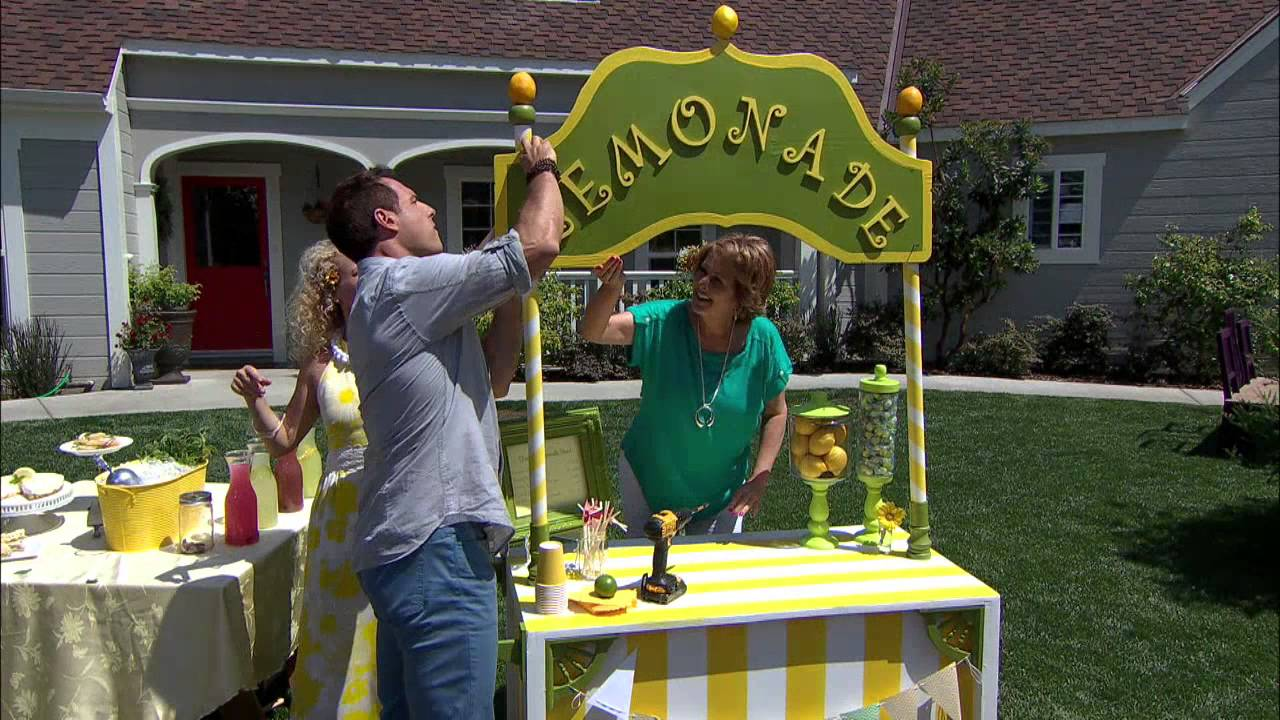 Home family tracy metro builds a lemonade stand youtube for Cool lemonade stand ideas