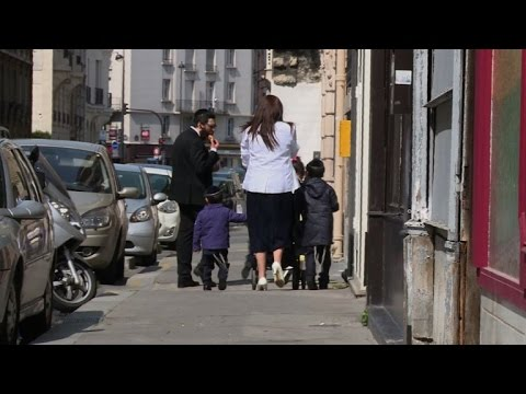 French Jews flee Paris suburbs over rising anti-Semitism