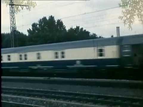 8. August 1982: Postzug (ExprD?) mit BR 111 durchfährt München-Pasing