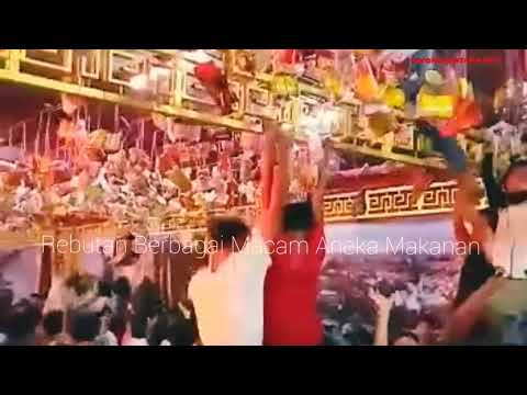 Serunya Rebutan Aneka Makan di Ritual Sembahyang Tee Soe Cap Go 2570