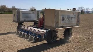 Polní robot Robotti - setí kukuřice na Olomoucku - odpoledne