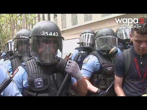 Momentos en que se torna violenta la manifestación