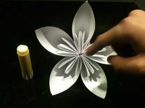 faire une fleur en origami fleur en papier astuce pliage en origami jolie fleur youtube. Black Bedroom Furniture Sets. Home Design Ideas