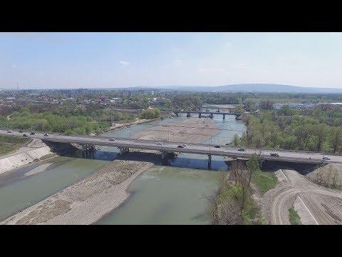 В Невинномысске продолжается берегоукрепление Кубани