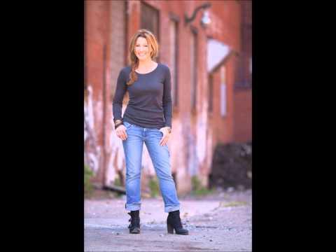 Hotter Amy Matthews vs Nicole Curtis