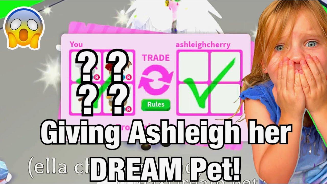 Giving Ashleigh Her DREAM Pet! | Roblox Adopt Me!