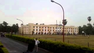 Earthquake in Patna, India - April 25, 2015 - Light Pole shacking