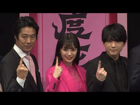 映画「一度死んでみた」の完成披露試写会が行われ、主演の広瀬すず、吉沢亮、堤真一らが舞台あいさつに立った。この映画で広瀬が演じたのは...
