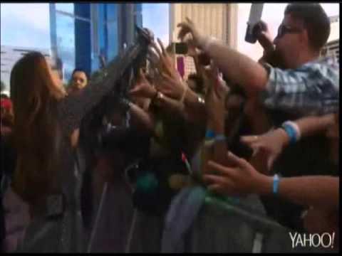 Rock in Rio USA 2015 - Ivete Sangalo desce do palco e leva o público a loucura