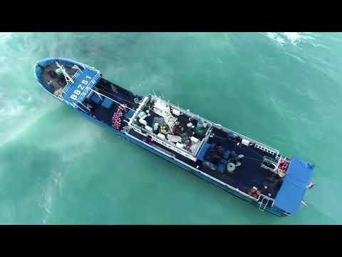 Chinese-flagged vessel runs aground off Mauritius