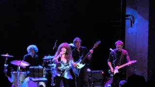 "RONNIE SPECTOR PERFORMS ""WHY DON"