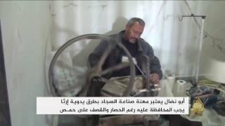 أبو نضال.. صانع سجاد بطرق يدوية