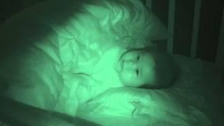 深夜に目が覚めたチビッコに、お気に入りのどんぐりコロコロを聴かせて...