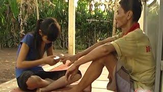 Mẹ mất, 14 tuổi đã phải kiếm cơm nuôi cha tâm thần và bản thân 😢 KVS 2014 (Số 46)
