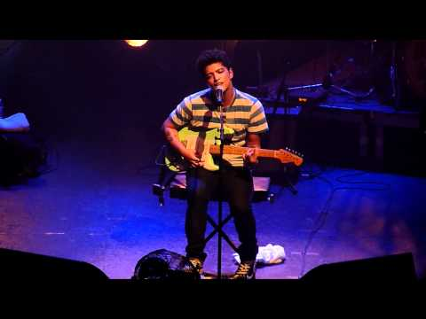 Bruno Mars - Talking To The Moon @ La Cigale, Paris, France