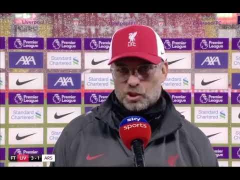 Jurgen Klopp argues with Roy Keane :