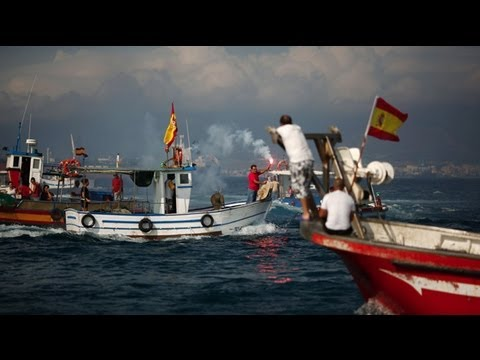 Gibraltar: Spanish fishermen protest because they 'lose a lot of money everyday'