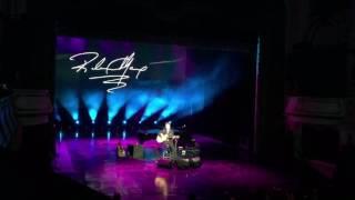 Repeat youtube video Richard Marx hát Now and Forever tại Hà Nội