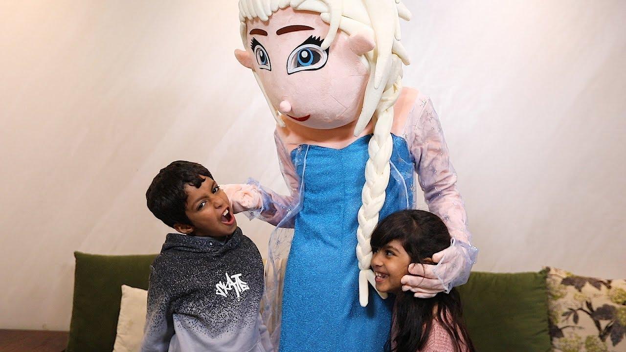 السا عاقبت نواف لانه ياكل كاكاو وتحب لانا Elsa In Home With Lana And Nawaf Youtube