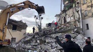Terremoto in Albania, devastato il villaggio di Thumane: i soccorritori scavano tra le macerie