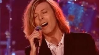 Repeat youtube video David Bowie - The Man Who Sold The World, Live At The Beeb 2000 (With lyrics)