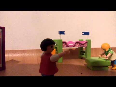 Playmobil unfall im kinderzimmer 1 youtube for Kinderzimmer playmobil