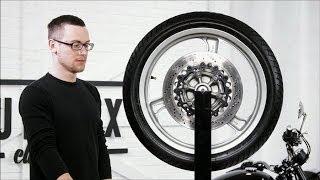Балансировка Мото Колес - Wheel Balancing(В видео показана балансировка переднего колеса от BMW K1100LT и заднего колеса от Yamaha R6. Колеса от других моделей..., 2014-02-07T07:44:30.000Z)