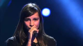 This 14-Year Old GIRL SINGS LIKE Evanescence - Bring Me To Life - Breathtaking