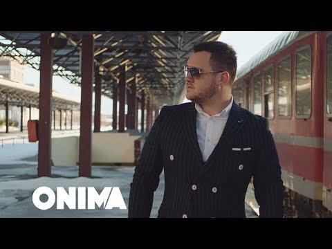 Albatrit Muqiqi - Nuk e meriton (Official Video)