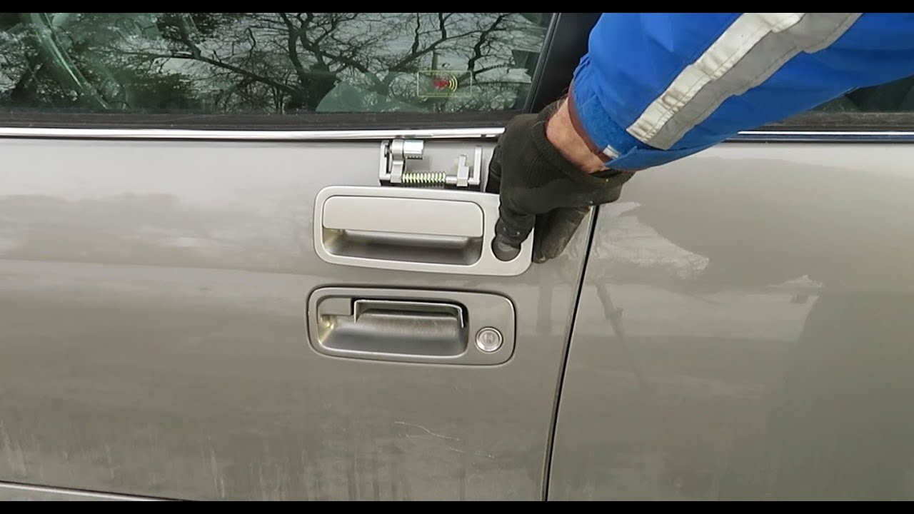 How To Replace A Driver S Door Handle 97 01 Toyota Camry Youtube