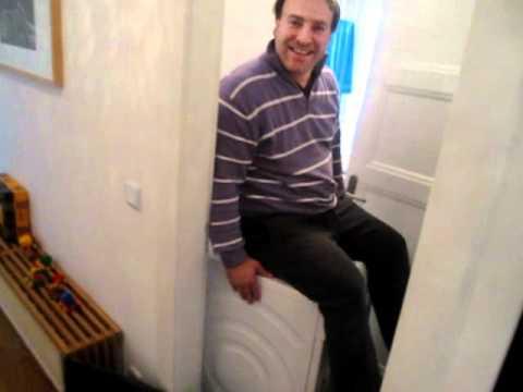 neue waschmaschine wandert durch das bad und kann kaum. Black Bedroom Furniture Sets. Home Design Ideas