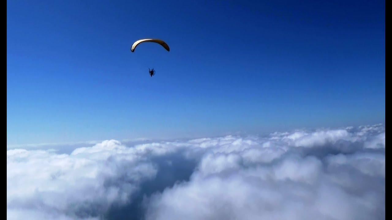 能代市落合浜で雲海の上をフライト ブロッケン現象(光輪)も撮影