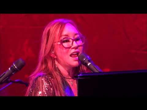 Tori Amos:  SPARK (better quality) Native Invader Tour & Glasgow 02 Academy