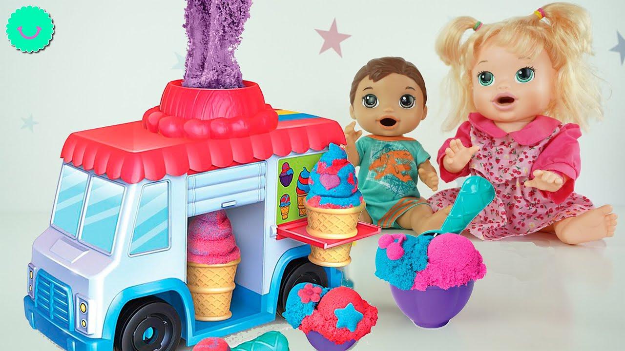 Hacemos helados de KINETIC SAND 🍦Con Sara y Luke BB Juguetes