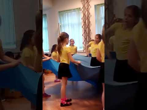 Анелия в Дг.народни танци